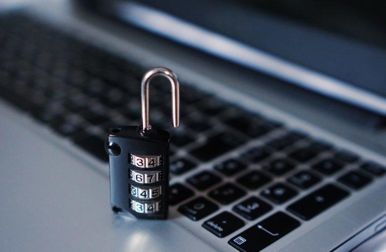 Säkra din hemsida för att förhindra att hackare och sårbarheter påverkar hemsidan. Här är våra 10 tips för att hålla din WordPress hemsida säker.