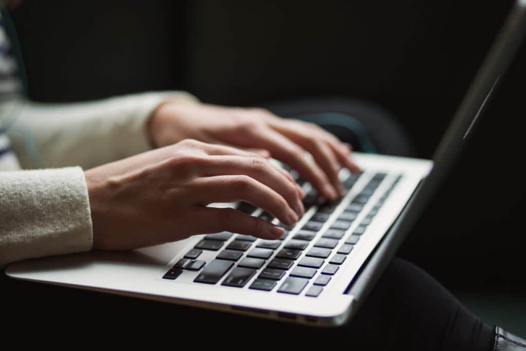 Om du har en webbplats eller blogg så vet du hur svårt det kan vara att skapa engagerande innehåll. Här är 10 tips på hur du kan göra ditt innehåll mer engagerande och intressant för dina läsare.